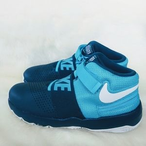 Nike Team Hustle D8 Sneakers